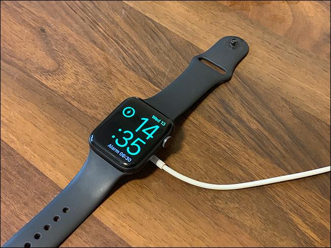 relógio apple carregando corretamente