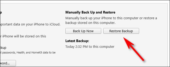 """En iTunes, haga clic en """"Restaura la copia de seguridad."""""""