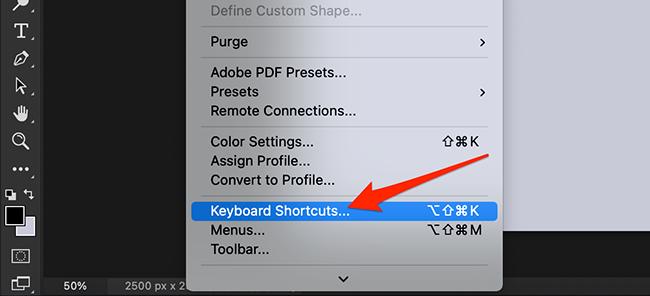 """Sélectionnez """"Modifier > Raccourcis clavier"""" dans Photoshop.' width=""""650″ height=""""296″ onload=""""pagespeed.lazyLoadImages.loadIfVisibleAndMaybeBeacon(this);"""" onerror=""""this.onerror=null;pagespeed.lazyLoadImages.loadIfVisibleAndMaybeBeacon(this);""""></p> <p>Photoshop ouvrira la fenêtre """"Raccourcis clavier et menus"""".  Ici, vous choisirez les raccourcis que vous souhaitez modifier.  Cliquez sur le menu déroulant """"Raccourcis pour"""" et sélectionnez un élément.</p> <p>Les articles proposés sont :</p> <ul> <li> <strong>Menus des applications</strong>: il s'agit des raccourcis clavier de la barre de menus qui incluent des options telles que Fichier, Modifier, Image, etc.</li> <li> <strong>Menus du panneau</strong>: cette option vous permet de modifier le raccourci clavier de divers panneaux tels que le panneau Action, le panneau Propriétés, etc.</li> <li> <strong>Outils</strong>: Ce sont des raccourcis pour les outils d'édition affichés à gauche de la fenêtre Photoshop.  Ces outils incluent l'outil de sélection rectangulaire, l'outil de recadrage, etc.</li> <li> <strong>Espaces de tâches</strong>: Cela vous permet de modifier les raccourcis clavier pour Sélectionner et masquer, Remplir en fonction du contenu et Filtres neuronaux.</li> </ul> <p><img loading=""""lazy"""" class=""""alignnone size-full wp-image-731571"""" src=""""https://www.howtogeek.com/wp-content/uploads/2021/05/2-shortcuts-category.png?trim=1,1&bg-color=000&pad=1,1"""" alt="""