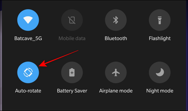 Deactivate the Rotation lock from Quick Settings Panel