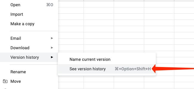 """Нажмите """"Посмотреть историю версий"""" для просмотра более старых версий электронной таблицы Google Таблиц."""