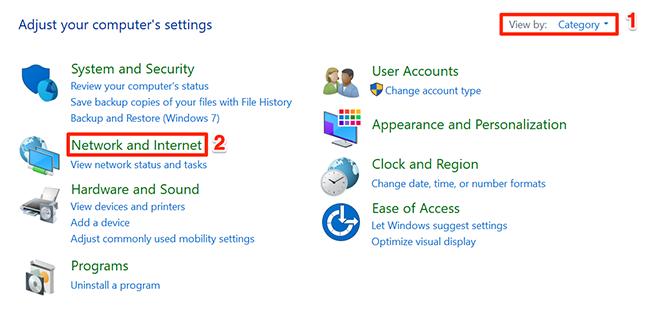 """Выбирать """"Сеть и Интернет"""" в окне Панели управления."""