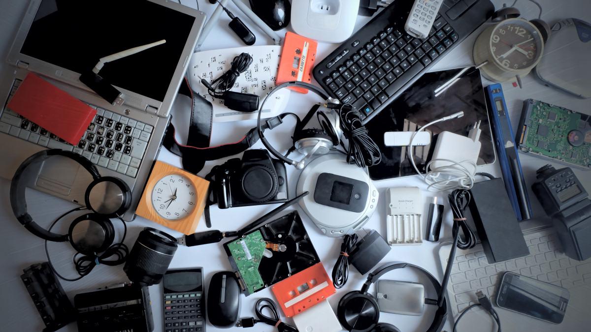 Un mucchio di gadget obsoleti.