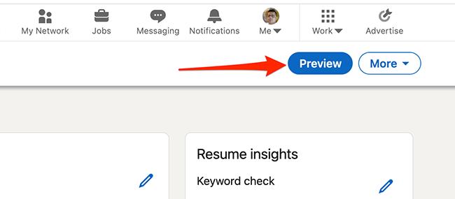 """Нажмите """"Предварительный просмотр"""" для предварительного просмотра резюме, созданного с помощью инструмента создания резюме LinkedIn."""