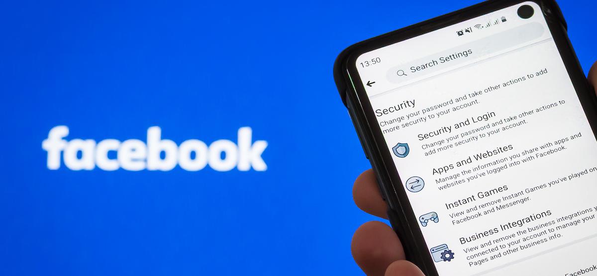 Настройки безопасности и конфиденциальности Facebook на смартфоне