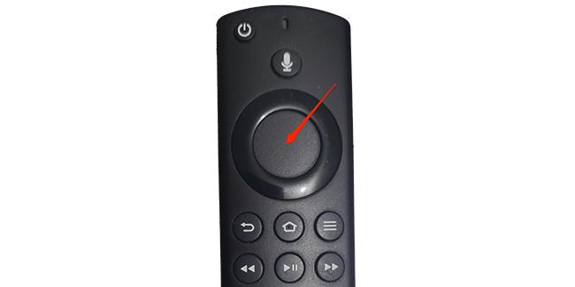 Нажмите кнопку «Домой» на пульте дистанционного управления Fire TV.