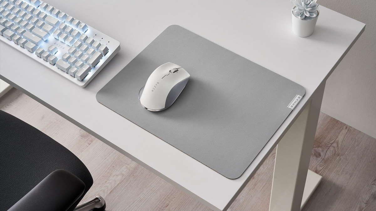 Razer Point Pro on grey mousepad