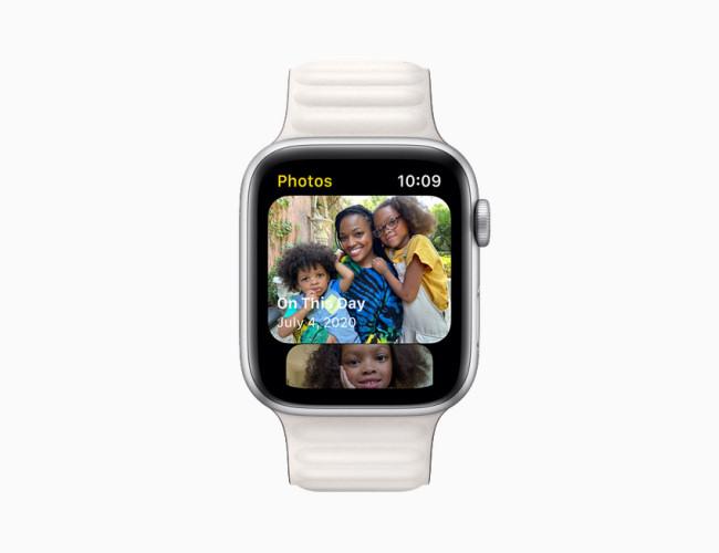 Apple Watch showing watchOS 8 Photos app.
