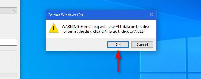 """Если диск, на котором вы форматируете, пуст или уже зарезервирован, нажмите """"ОК"""" в приглашении с предупреждением о формате."""