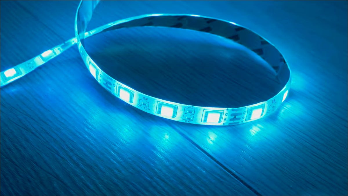 Светодиодная лента с синим светом.
