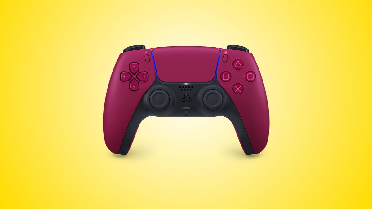 Biến thể màu đỏ của bộ điều khiển DualSense PS5, trên nền màu vàng.