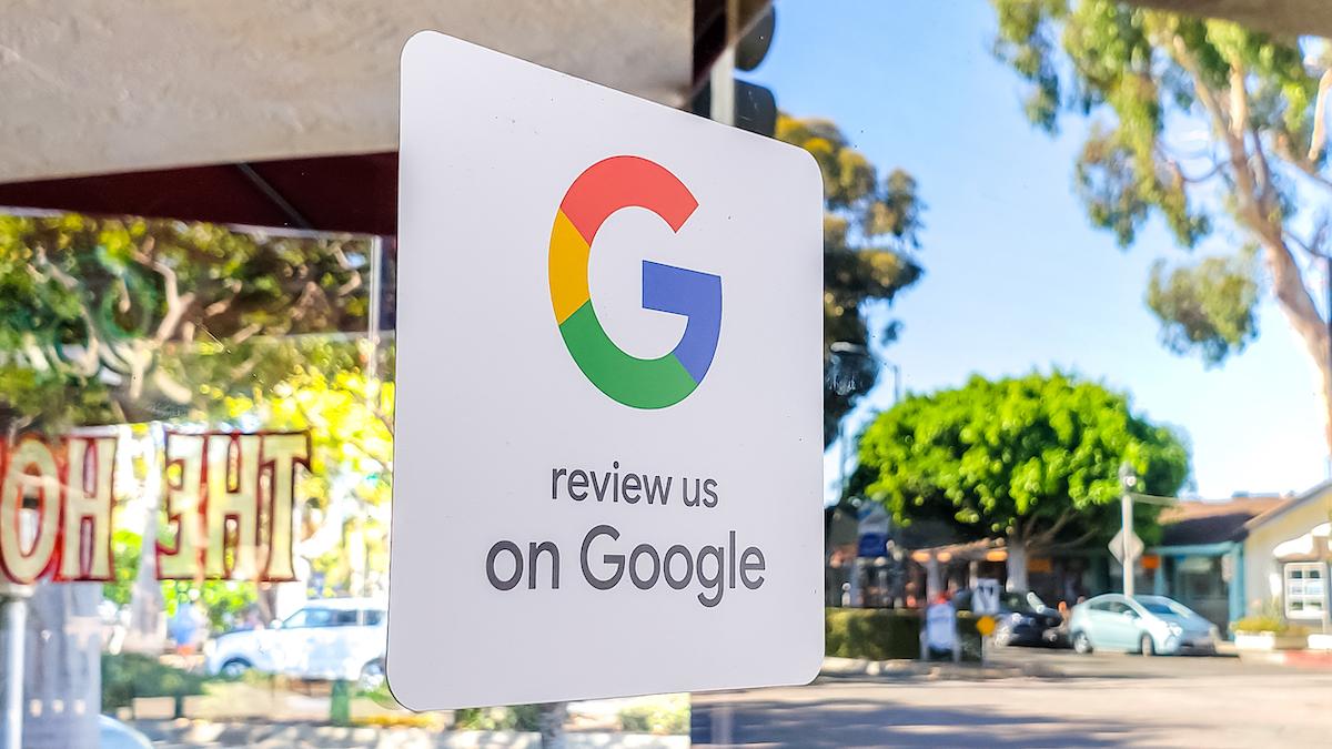 """Segno che dice """"Recensiscici su Google"""""""