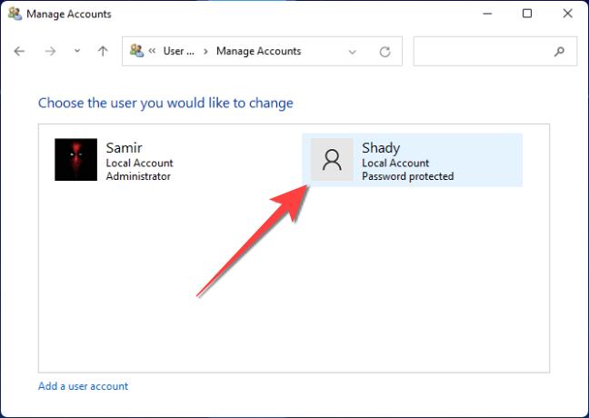 Nella finestra successiva, fai doppio clic sull'account utente che desideri modificare.