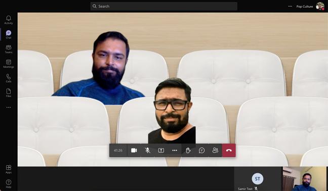 O modo Juntos mostra os participantes da chamada de vídeo na configuração de cadeiras virtuais.