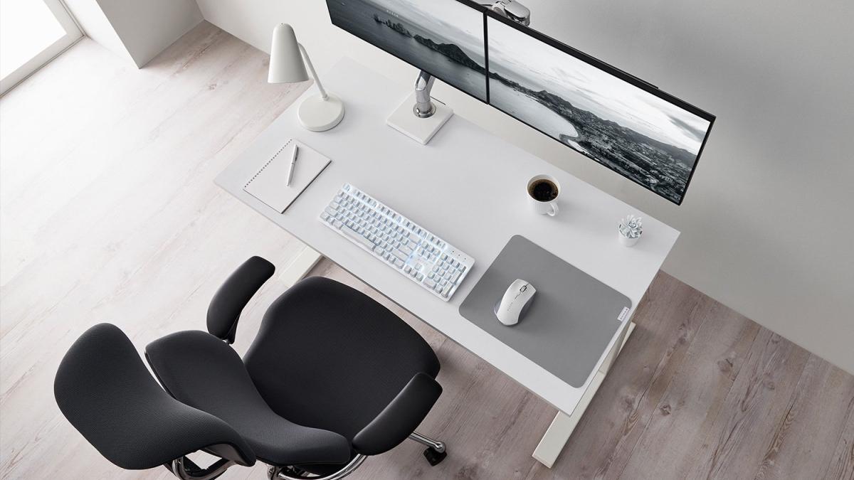 razer pro type on white desk