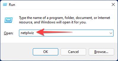 """Premi Windows + R per aprire la finestra di dialogo Esegui, digita """"netplwiz"""" e premi Ctrl + Maiusc + Invio per avviarlo con privilegi amministrativi."""