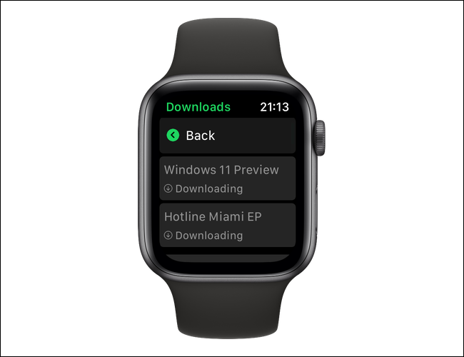 """Очередь загрузки в приложении Spotify для Apple Watch довольно проста.  Вы увидите слово """"Скачивание"""" под всеми файлами, которые загружаются с вашего iPhone."""
