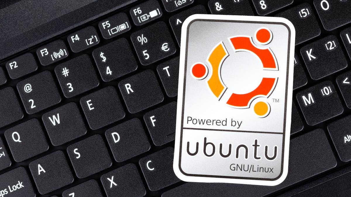 Powered By Ubuntu label on a black computer keyboard