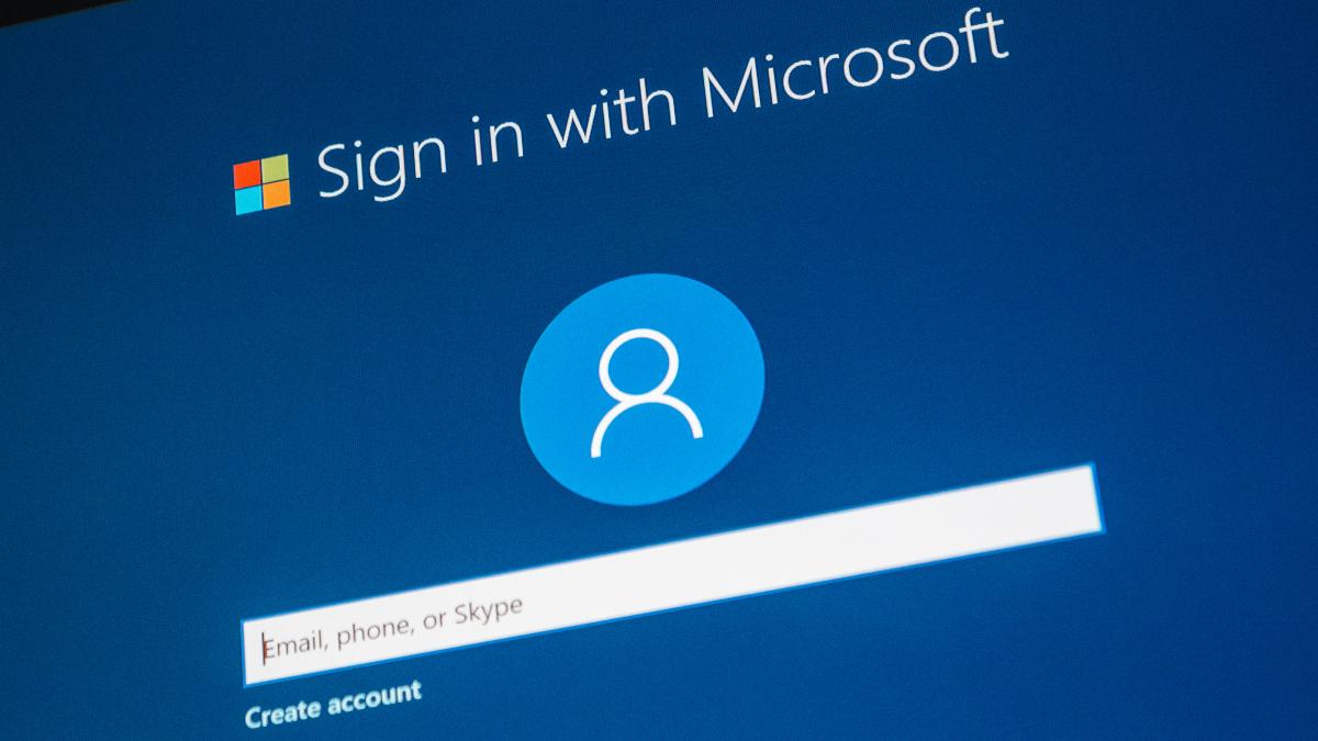 Microsoft account login screen at Windows setup