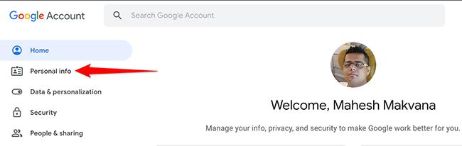 """Google Hesabı sitesinde """"Kişisel Bilgiler""""i tıklayın."""
