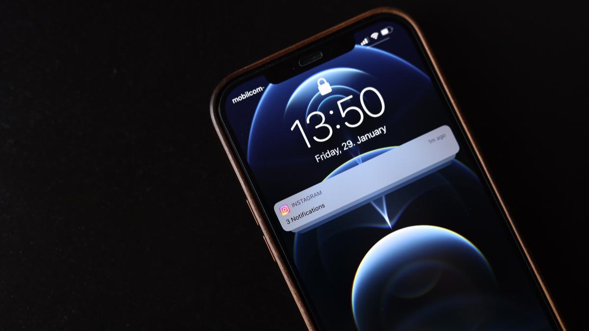 Cara Mengatur Ringkasan Pemberitahuan di iPhone dan iPad