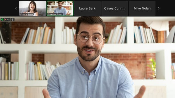 How to Hide Everyone's Video Feeds While Presenting on Zoom
