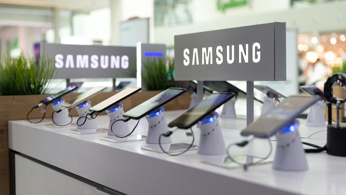Samsung phones on display