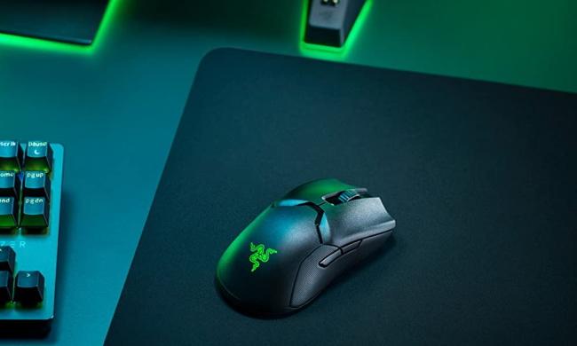 Razer Viper Ultimate on mousepad