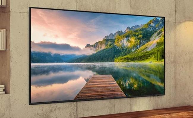 Samsung TV mounted on wall