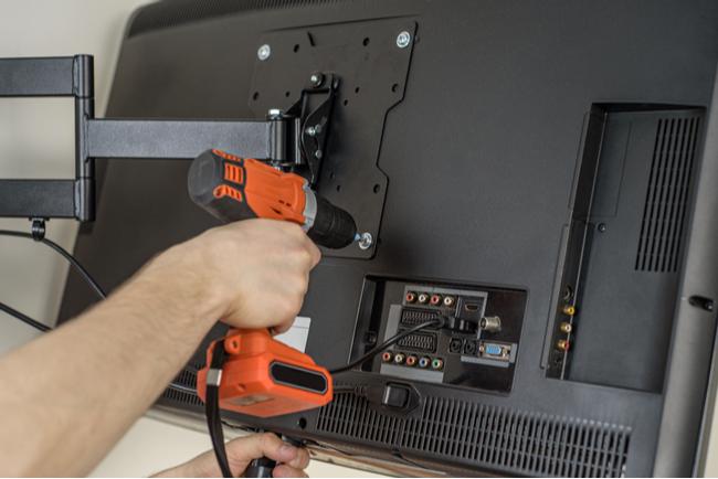 Transformar uma TV em um suporte VESA.