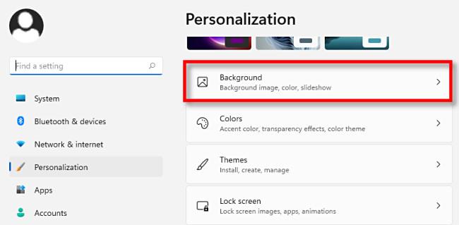 """Nelle impostazioni di personalizzazione di Windows 11, fai clic su """"Sfondo""""."""