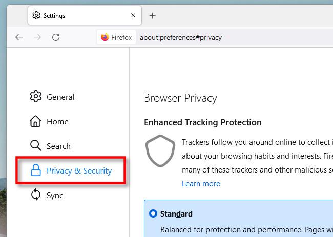 """Nelle Impostazioni di Firefox, fai clic su """"Privacy e sicurezza""""."""